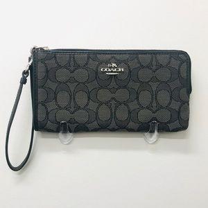 Coach Zipper Wristlet wallet